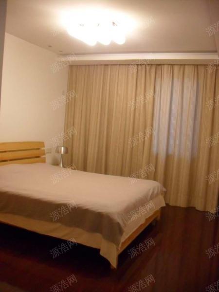 朗悦湾 4室 精装修 湖景房一楼带院子40平诚意售